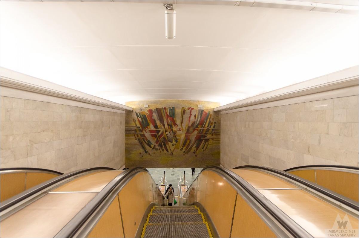 станция метро молодёжная минск эскалатор