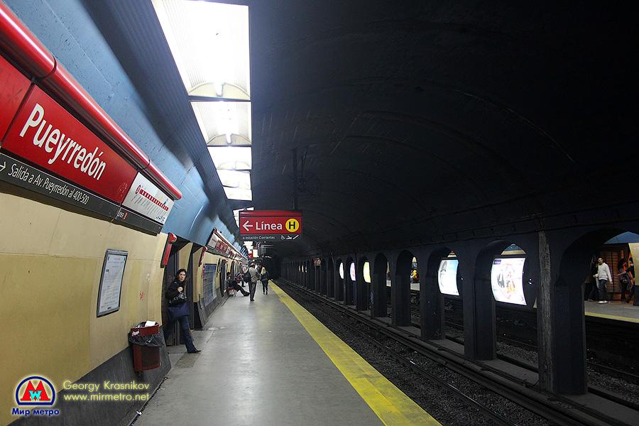 Станция Puerredon. Станции на линии B - одни из самых скромных в метро